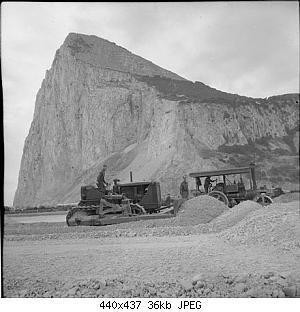 Нажмите на изображение для увеличения Название: 440px-Bulldozer_and_steamroller_during_the_construction_of_Gibraltar_Airport,_1941.jpg Просмотров: 2 Размер:35.7 Кб ID:1187984